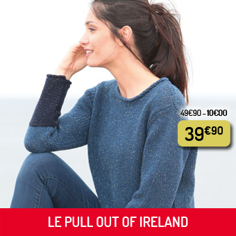 Le pull bleu bicolore Out Of Ireland