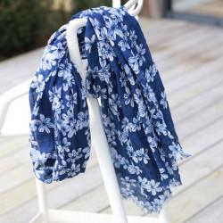 Etole Femme Fleurs Japonisantes Coloris Bleu Fonce Out Of Ireland