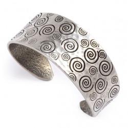 Bracelet manchette étain coeur spirales