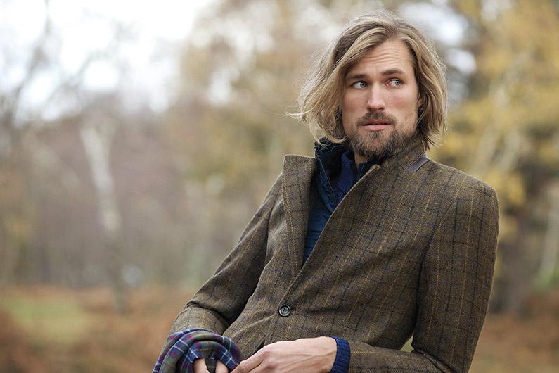 Le tweed, d'une matière rêche et austère à un tissu chic et tendance...
